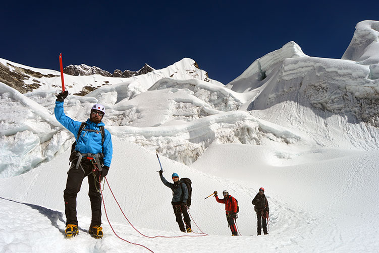 Island Peak Climbing with Everest 3 High Passes Trek fixed departure spring/autumn 2018/2019 cost & itinerary